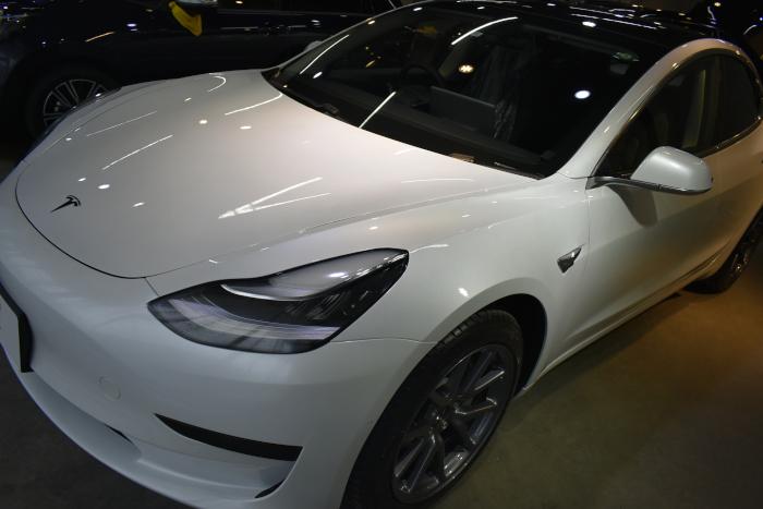 モデル3白-1