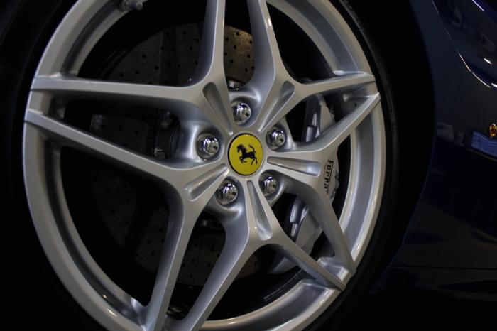フェラーリ-8